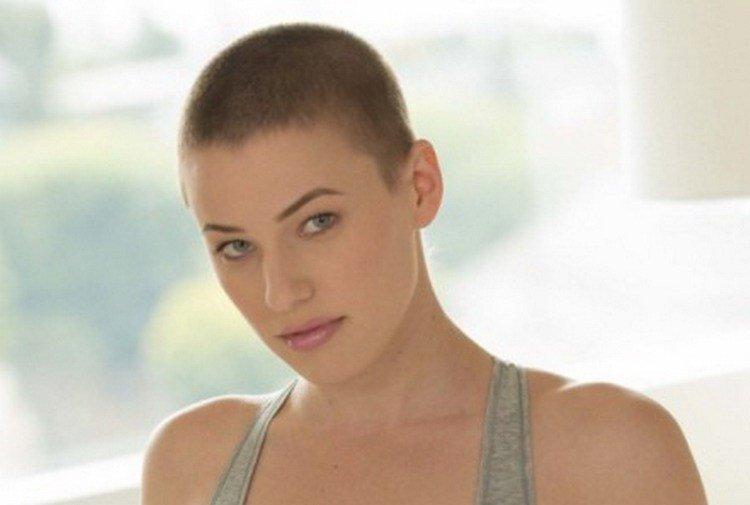 Riley Nixon Nude Photos 34