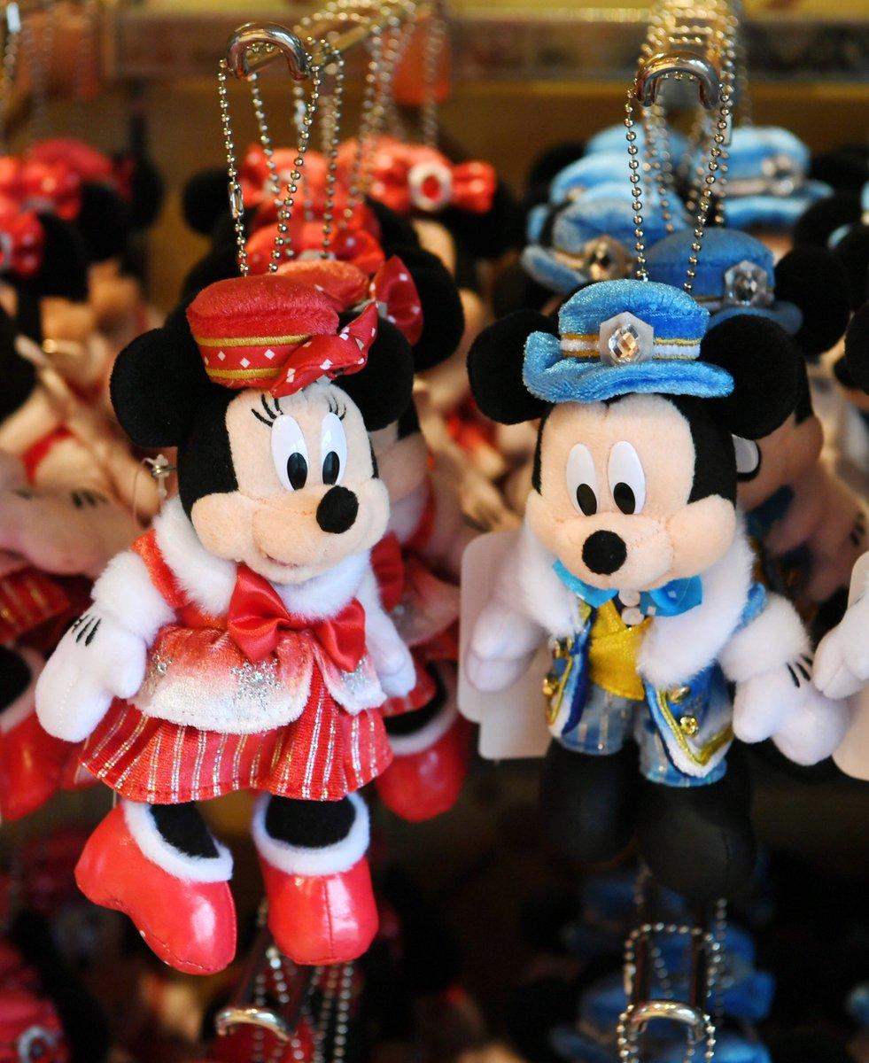 カラーオブクリスマスのミッキー、ミニー、ドナルド、デイジー