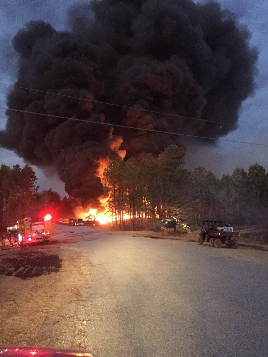 Largest US oil pipeline shut off after deadly blast