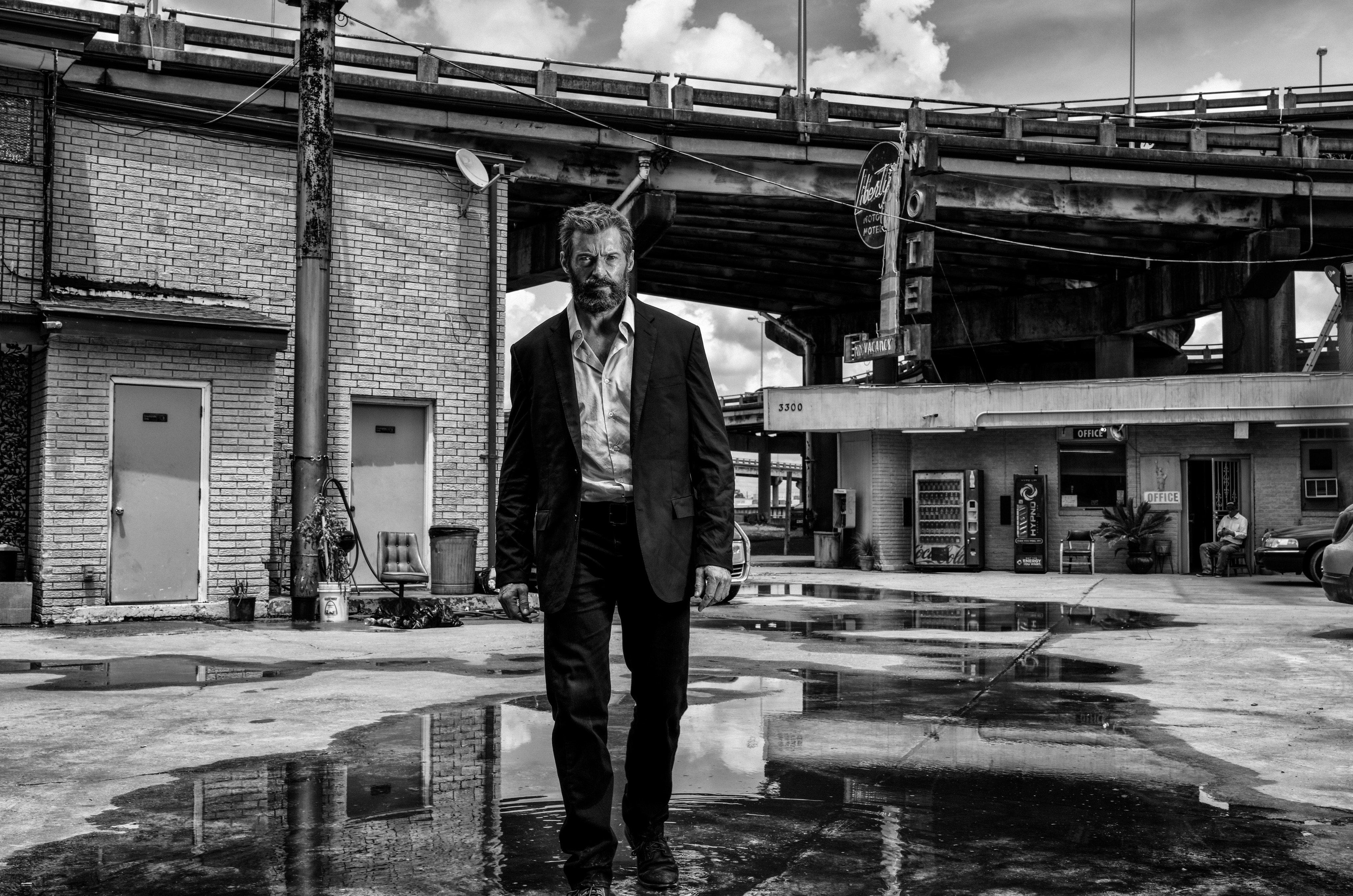 """Logan"" : "" Wolverine 3 "" de James Mangold avec Hugh Jackman - Page 3 CwJ8yGEWgAAt519"