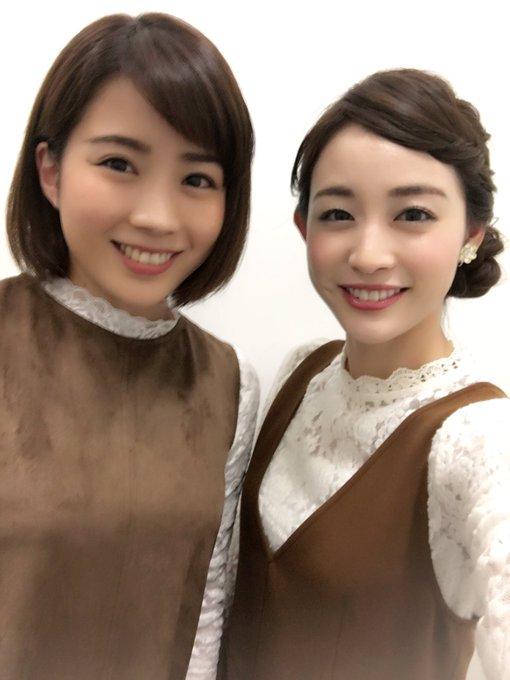ブラウンと白色の洋服な新井恵理那