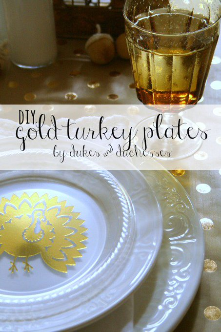 Brighten up the Thanksgiving table with these DIY gold turkey plates!