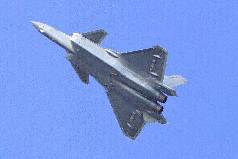 المقاتلة الصينية J-20 Mighty Dragon المولود غير الشرعي - صفحة 2 CwJf1O0UMAA6ADa