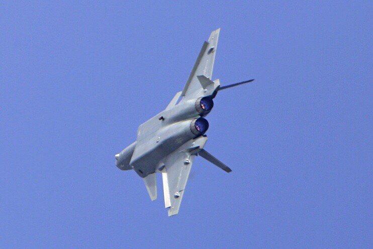 المقاتلة الصينية J-20 Mighty Dragon المولود غير الشرعي - صفحة 2 CwJf1O3UkAAoXTn