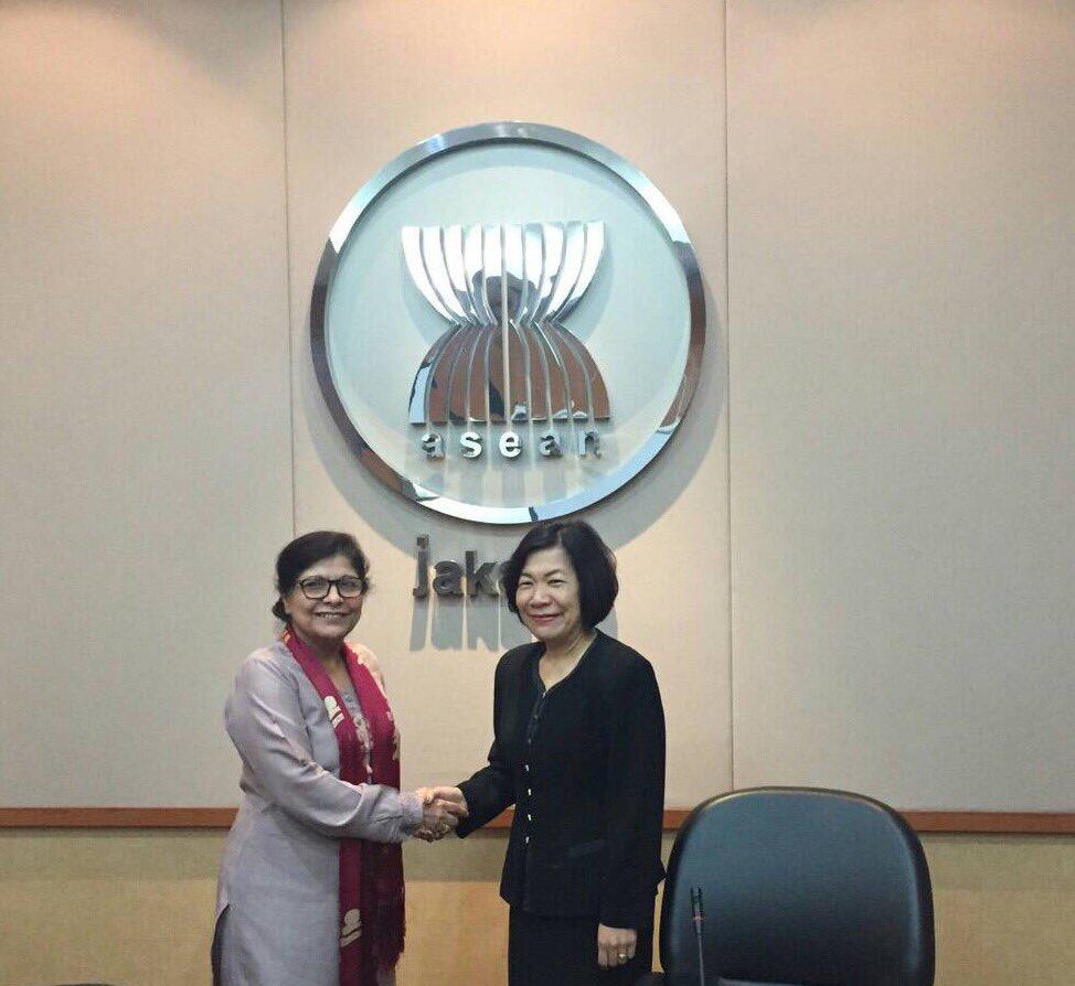 Met #ESCAP Executive Secretary to follow up on Complementarities between #ASEAN Vision2025 and #SDGs @UNESCAP @ASEAN_THAILAND https://t.co/JxvRFiEsCt