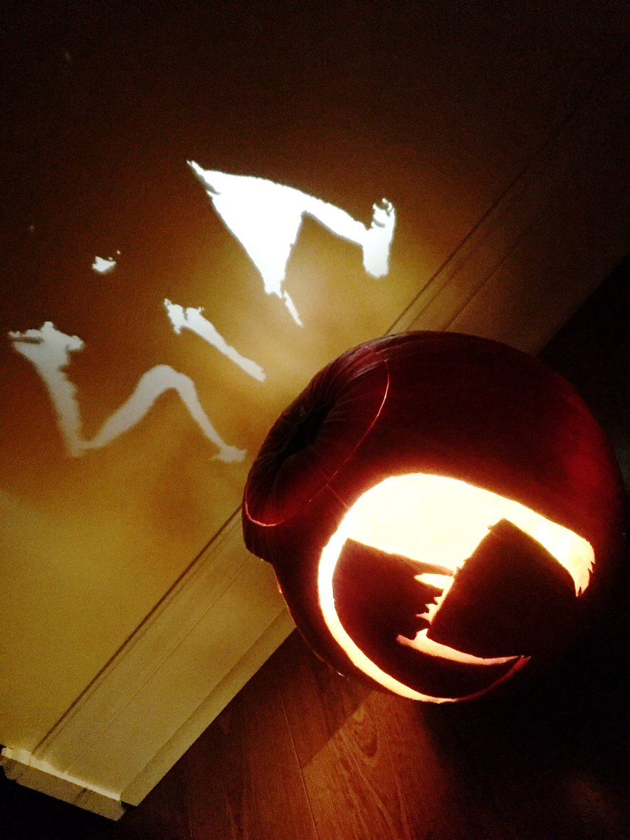 #ItsASiaHalloween Carved a @Sia pumpkin! @SiaFurlerSource