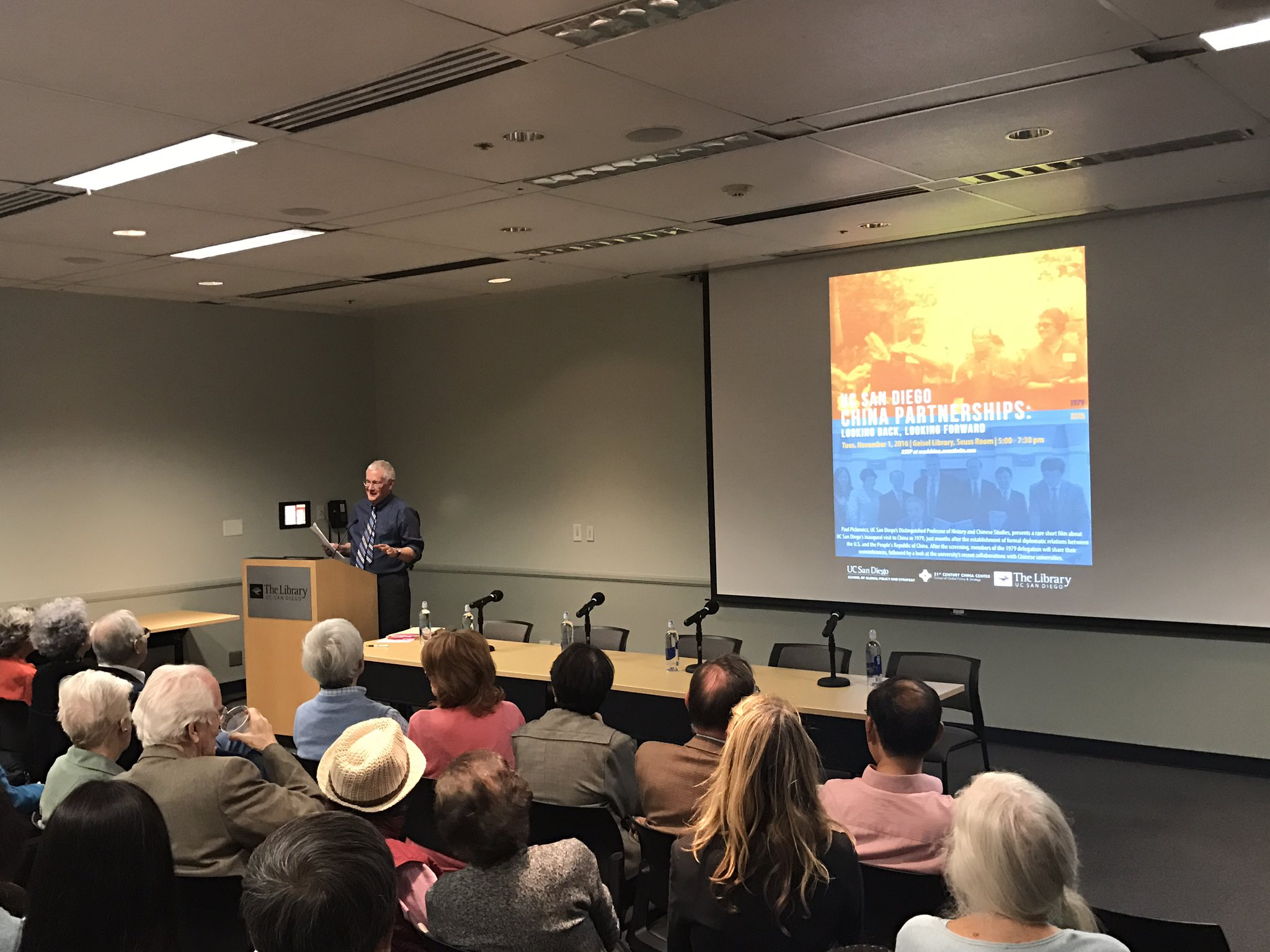 Way fun night @ucsdlibrary with @21CenturyChina watching a pretty hilarious rare film from first #ucsd visit to China... in 1979! https://t.co/Frm5bbqLrr