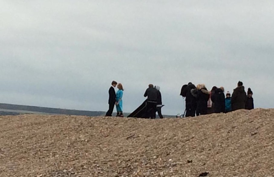 On Chesil Beach, l'adaptation du roman d'Ian McEwan, avec Saoirse Ronan CwPKOcEW8AAHzql