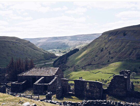 Another great shot by #geordielens of the 18th century ruins of Crackpot Hall in Swaledale #ReasonstoLiveinYorkshire  https://www. instagram.com/p/BLoY-yOAvTE/  &nbsp;  <br>http://pic.twitter.com/vaMp140ki2