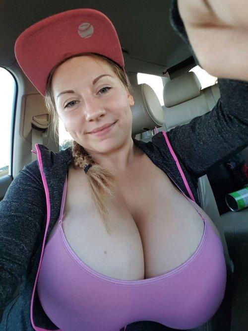 twitter tits