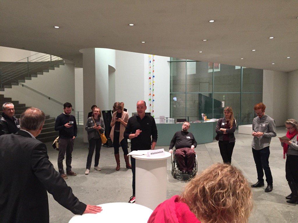 Jetzt der weltweit erster #Screamup in der Bonner Kunsthalle. #Unheimlich wohliges Schauern bei Munch und Co. https://t.co/xQnR9tCk8s