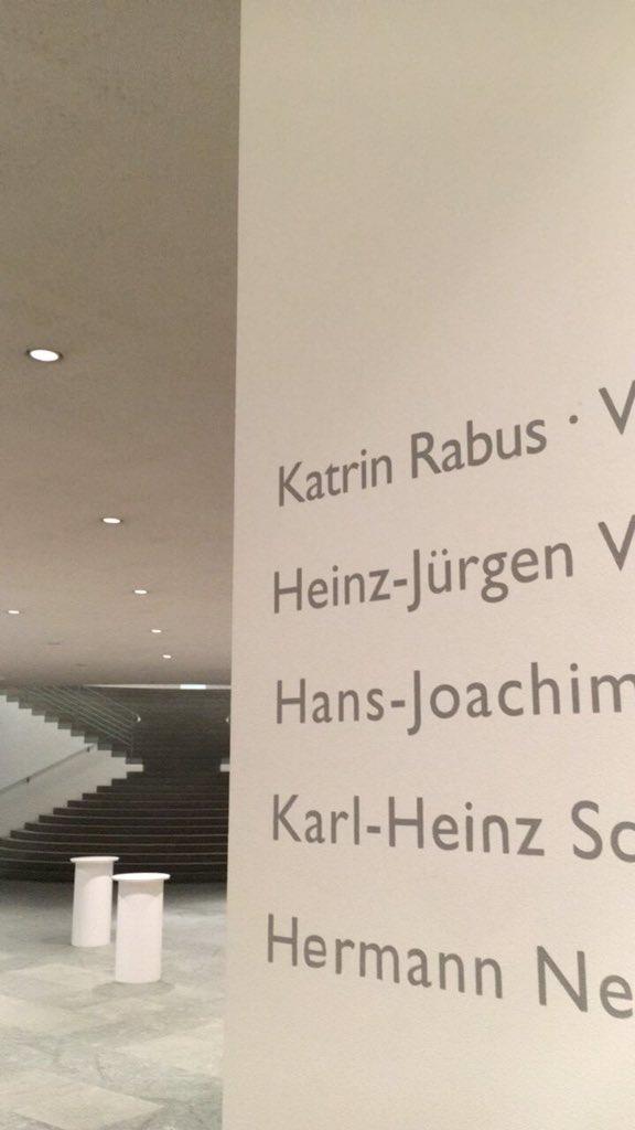 Seit langer Zeit mal wieder in #KunstmuseumBonn streamup #unheimlich organisiert von @helge_david mehr infos & bilder bei instagramstories https://t.co/UcYJ4YRhJG