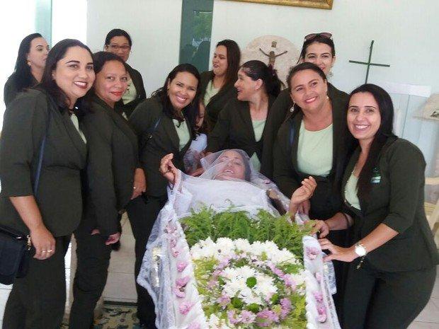 Após 14 anos de insistência, mulher realiza sonho no Ceará: ser velada viva https://t.co/dqElv4SSym