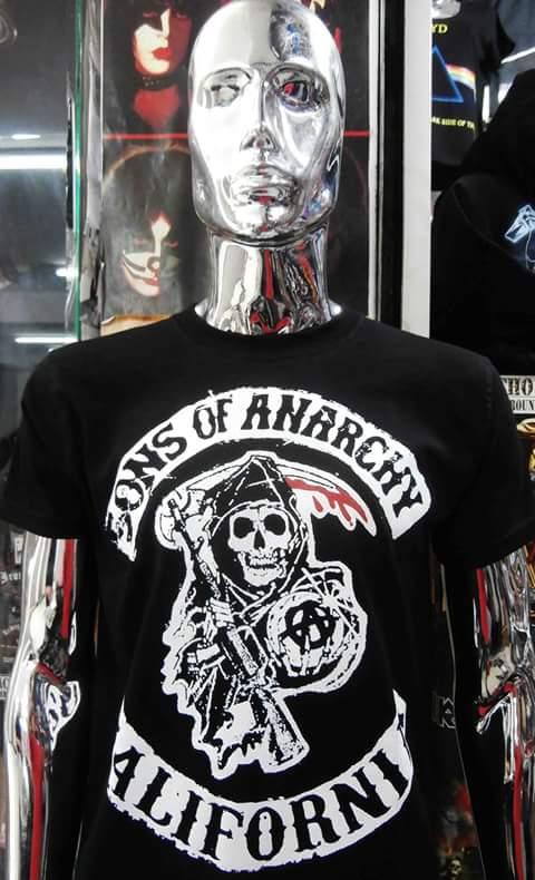 Polos de  ''Sons Of Anarchy'' Disponible en Small,Standar M-L y XL #nachopop #PolvosAzules #Lima #perú #rock #shop #metalhead #sonsofanarchypic.twitter.com/JFNdtjhpwE