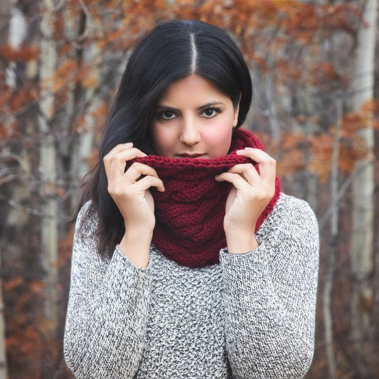 DIY Chunky Cable Knit Cowl Pattern