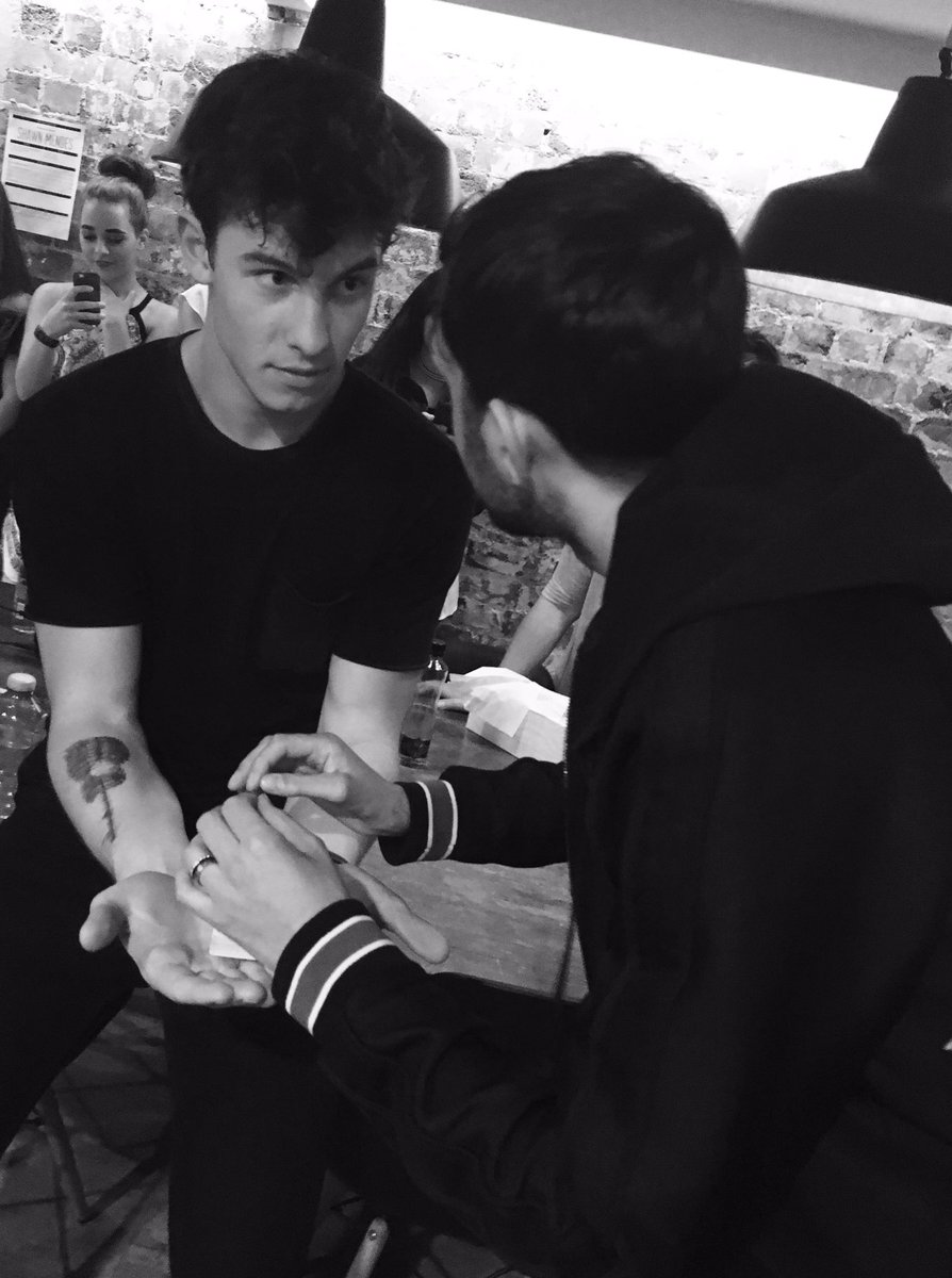 Caught up with @ShawnMendes whilst in Sydney #shawnmendes #magic https://t.co/W0pC5LLSG9