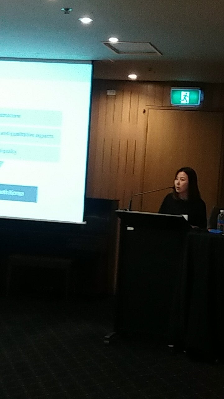 Perceptions of trust between heavy & light internet users - Jee Lee #engaginginnovation2016 @NewsMediaRC @UniCanberra https://t.co/VSYjDP1bom