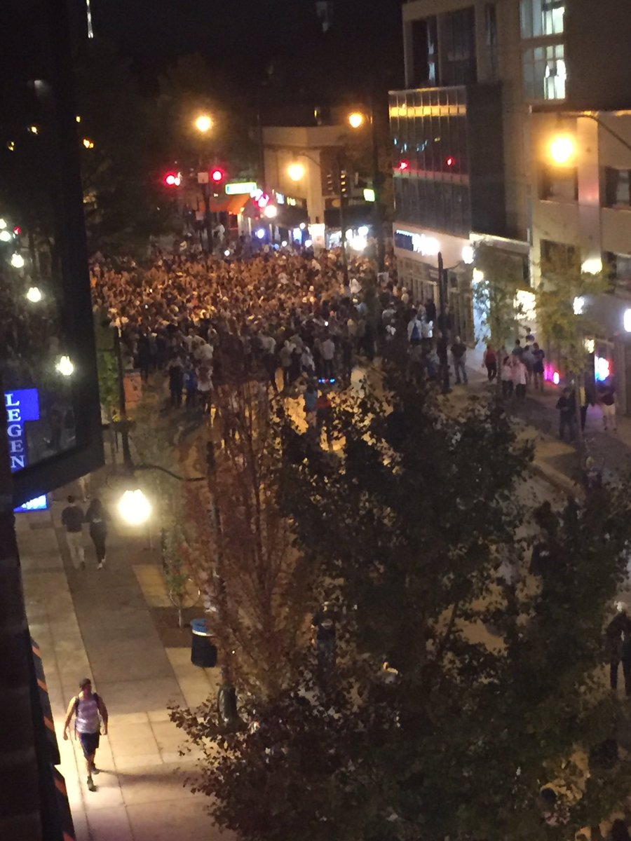Scene from our newsroom on Green Street as #Illini celebrate #Cubs #WorldSeries win https://t.co/OLKyKpQ07Q