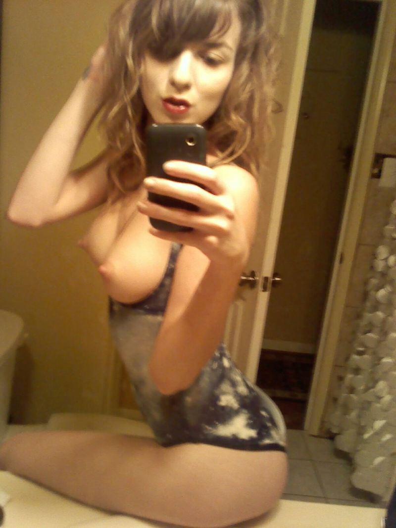 Nude Selfie 9288