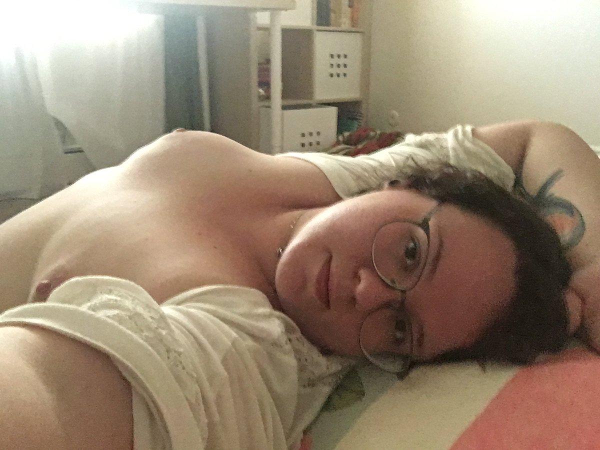 Nude Selfie 9304