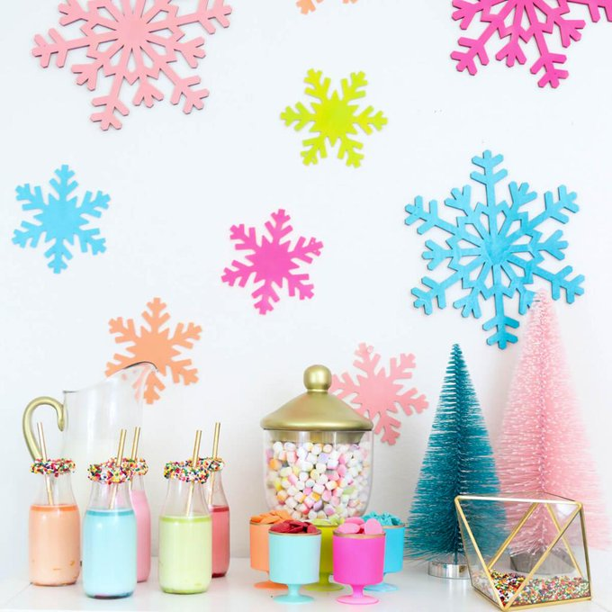 kailochic is ontheblog showing you how to create a DIY HotCocoaBar!