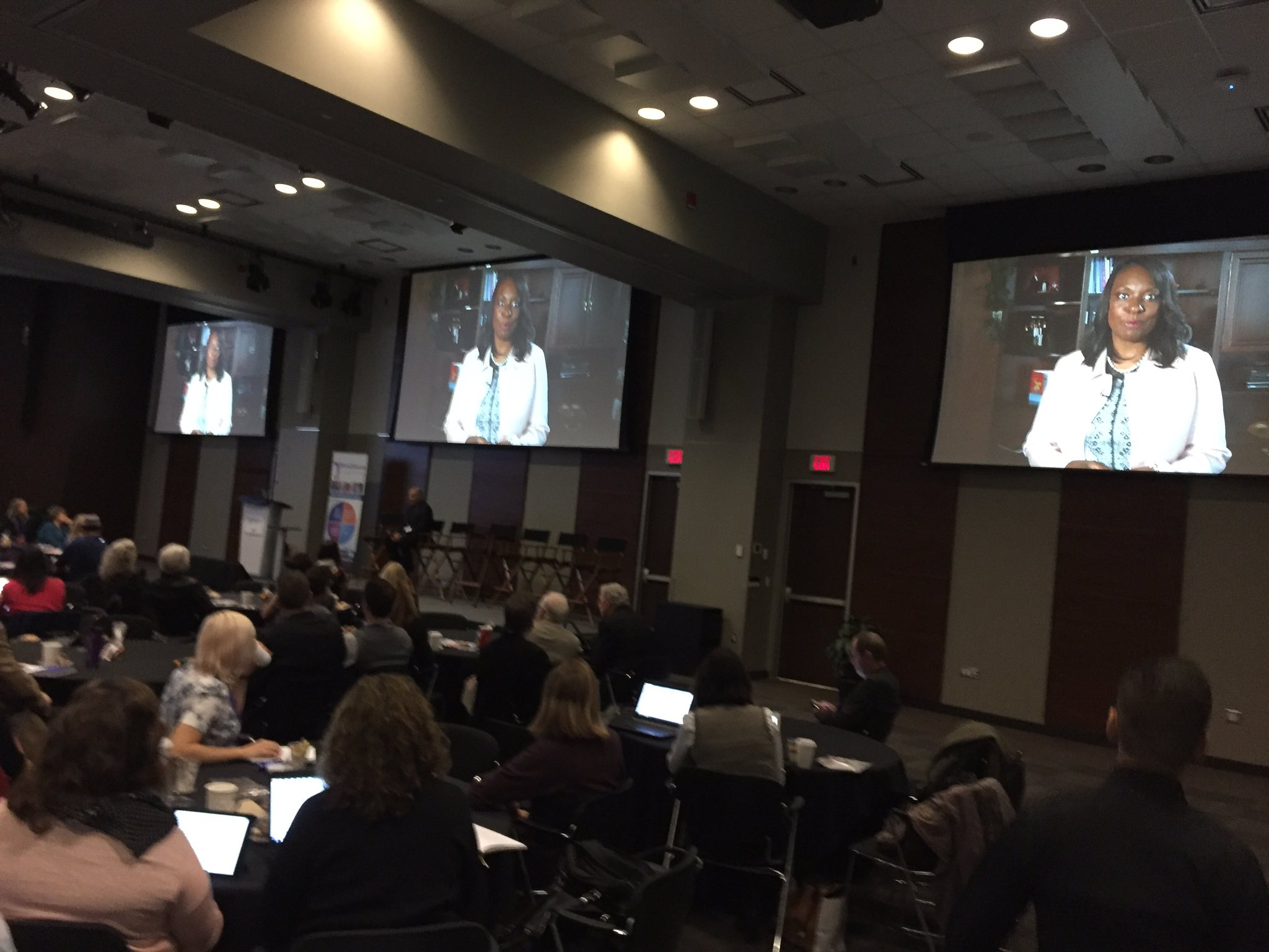 Opening remarks #cdnedtech16 from Ontario Minister of Education Mitzie Hunter https://t.co/PcstbWUobl