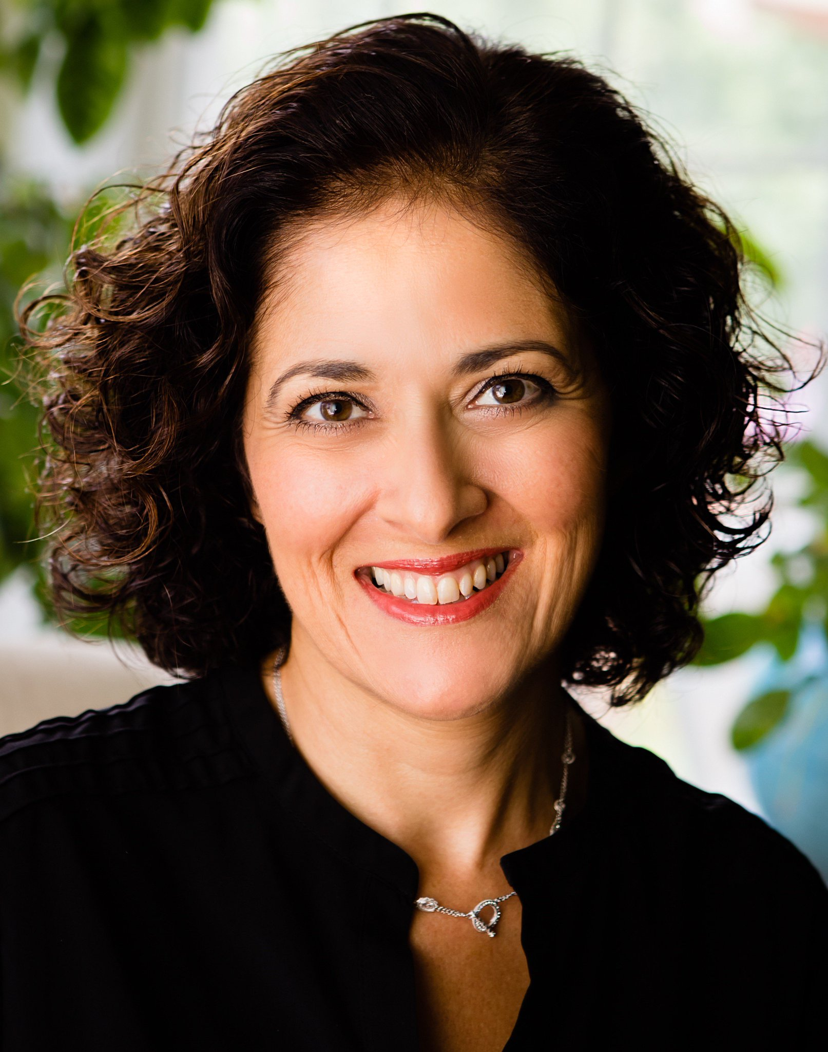 Today, 11/3 at 9PM EST! Join world-renowned author Homa Sabet Tavangar @growingupglobal for our first twitterchat on #globalmindset! #issedu https://t.co/nWSkI4xqWx