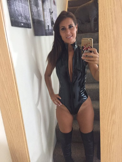 My new dom outfit from today's filming #femdom #loserspay #walletrape #findom #takingwhatsmine https://t
