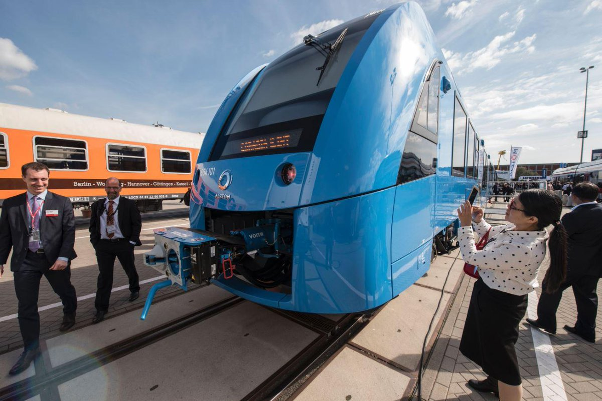 Germany has unveiled a zero-emissions train that only emits water https://t.co/KT51ZTMt7I #sustainability https://t.co/m7TljBsNa7