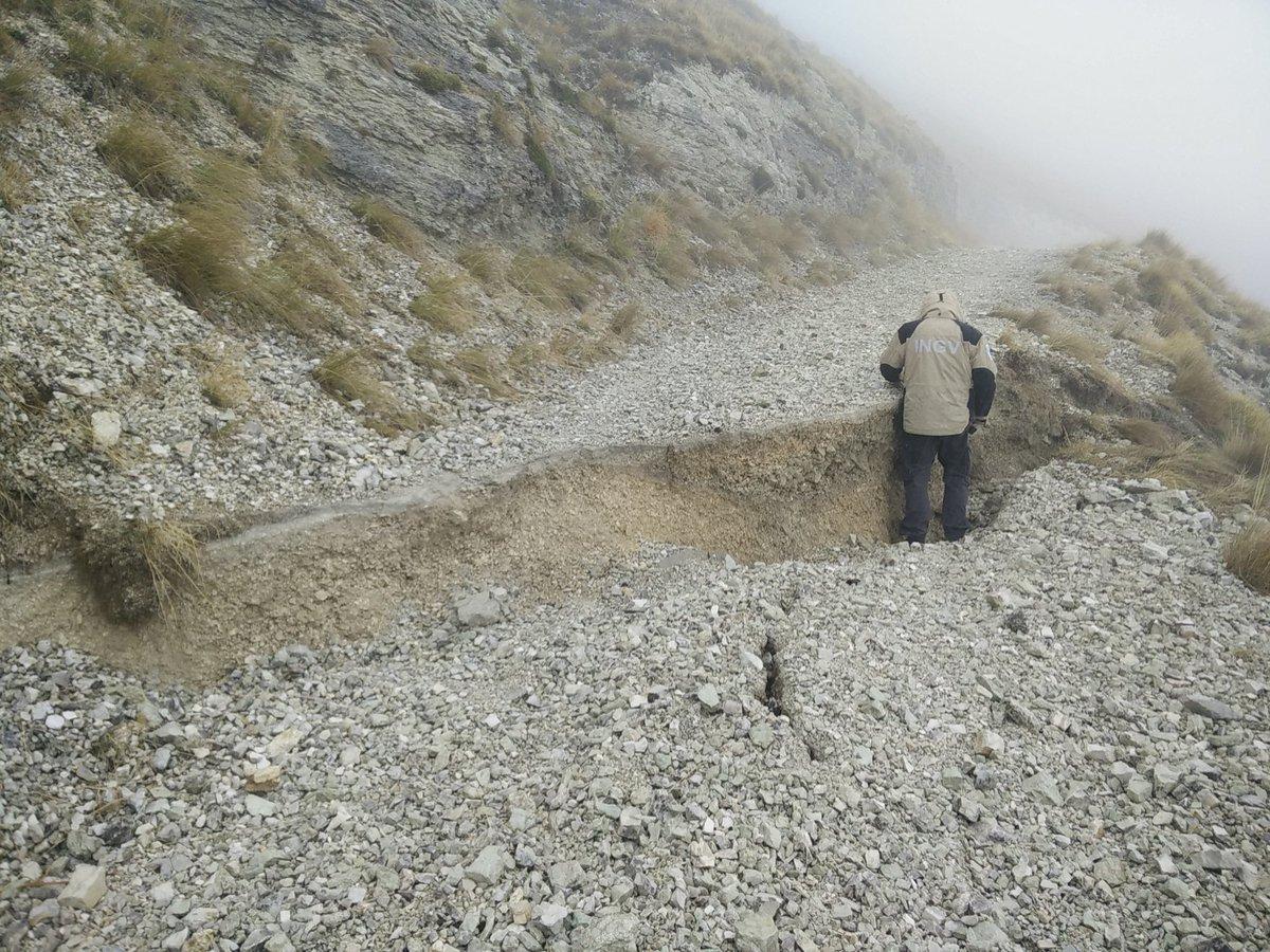 """Terremoti Oggi a Norcia e la """"scarpata di faglia"""" tra Arquata del Tronto e Ussita."""