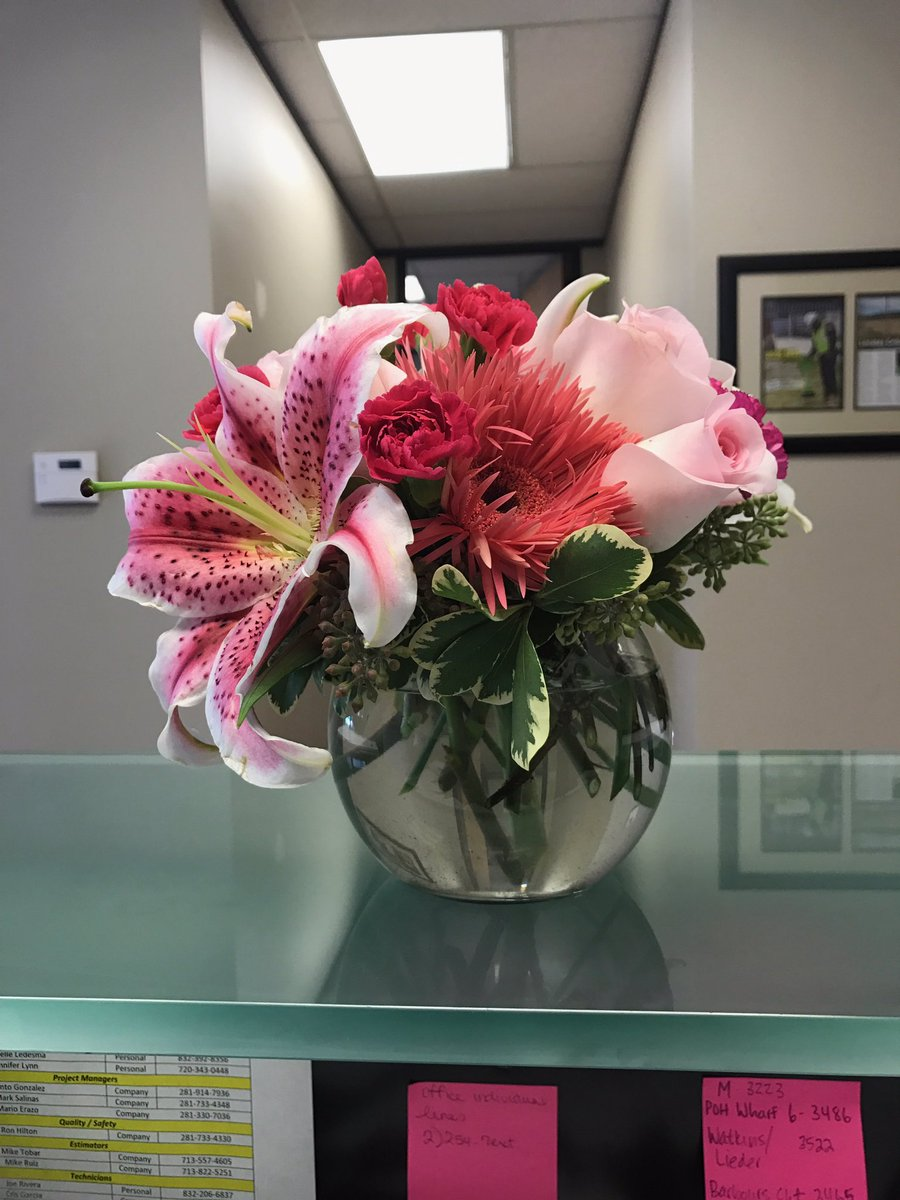 Man sends flowers and sweet note to ex-wife the day their divorce is finalized