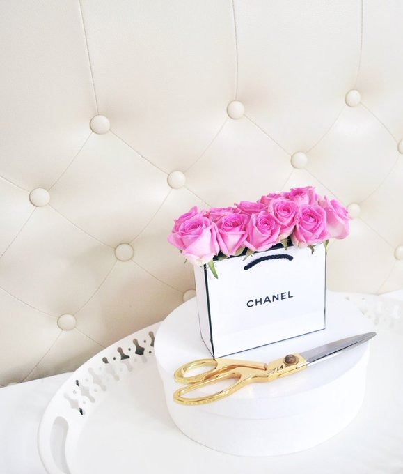 How I displayed my roses and my CHANEL paper bag :)bbloggers bbloggersph