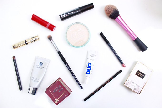 Makeup bag must haves - beauty makeup ukblogger ontheblog