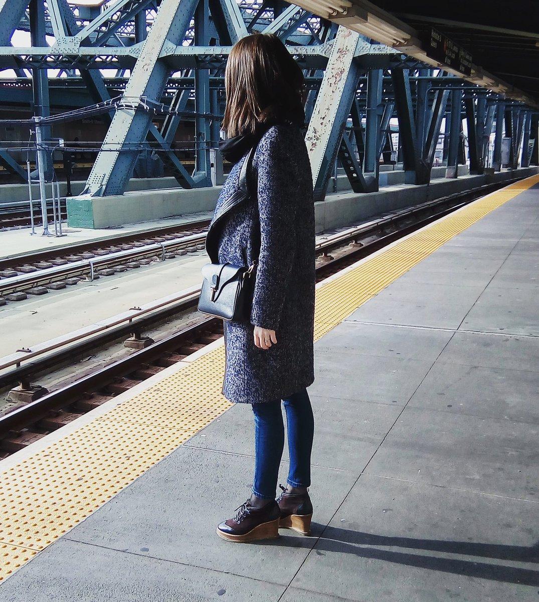 Today at the  subway station #fashionlook #asos #soïaandkyo #comptoirdescotonniers #StreetStyle #NYC<br>http://pic.twitter.com/84DjuSmEqr &ndash; bij Brooklyn Bridge