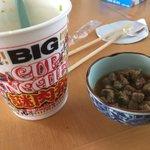 朗報!カップヌードルの謎肉で作るチャーハンが超絶美味しそう!!