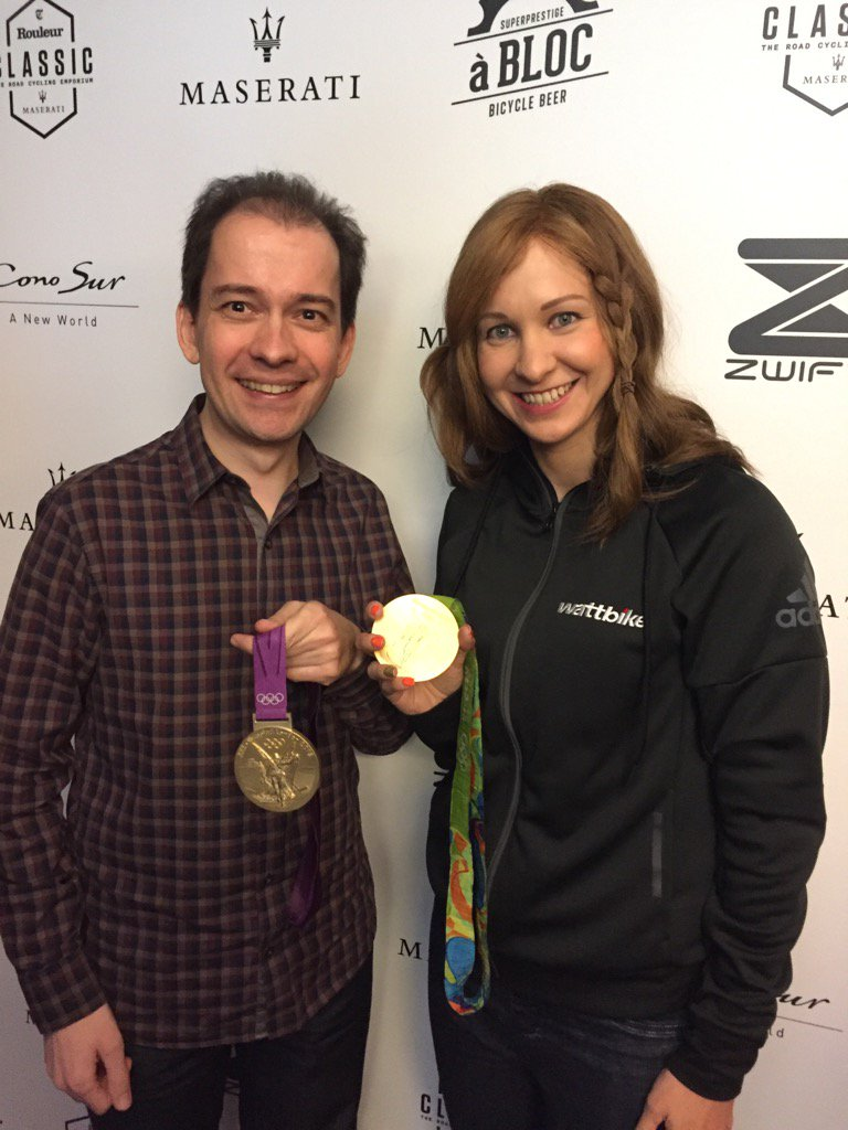 Great to meet @JoRowsellShand and hold a gold medal. Awesome!! Thanks Jo. #rouleurclassic https://t.co/ihDAFuGwNL