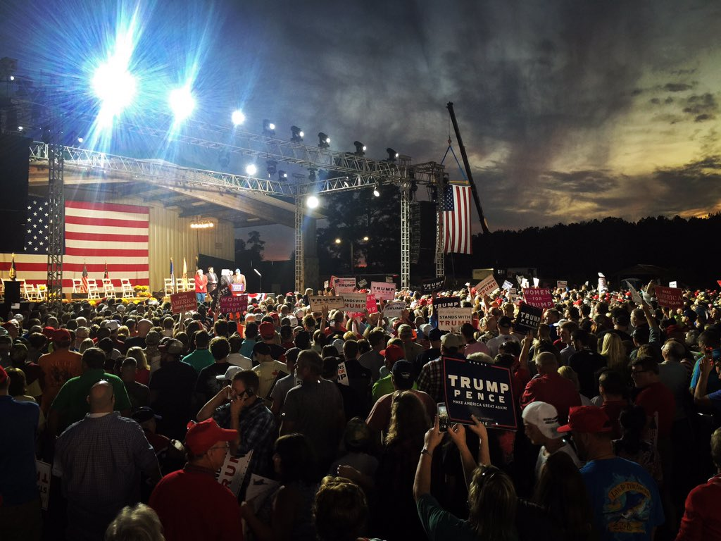 Selma.  Over 15,000 friends for Trump