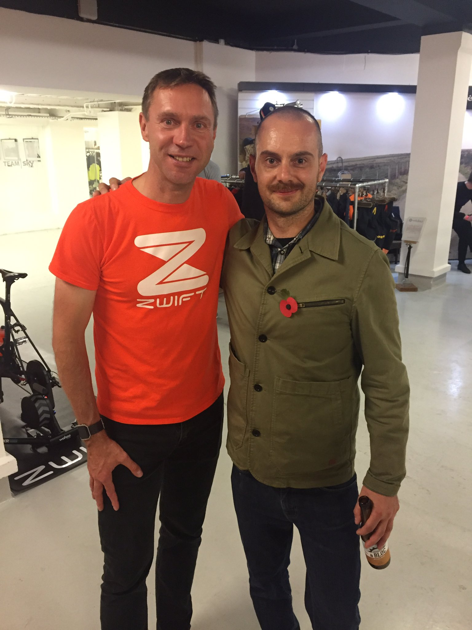 Awesome evening @rouleurclassic topped off by meeting the legend @thejensie #shutuplegs #gozwift #rouleurclassic #mysommets #sommetier https://t.co/Zs6qnV2Fwp