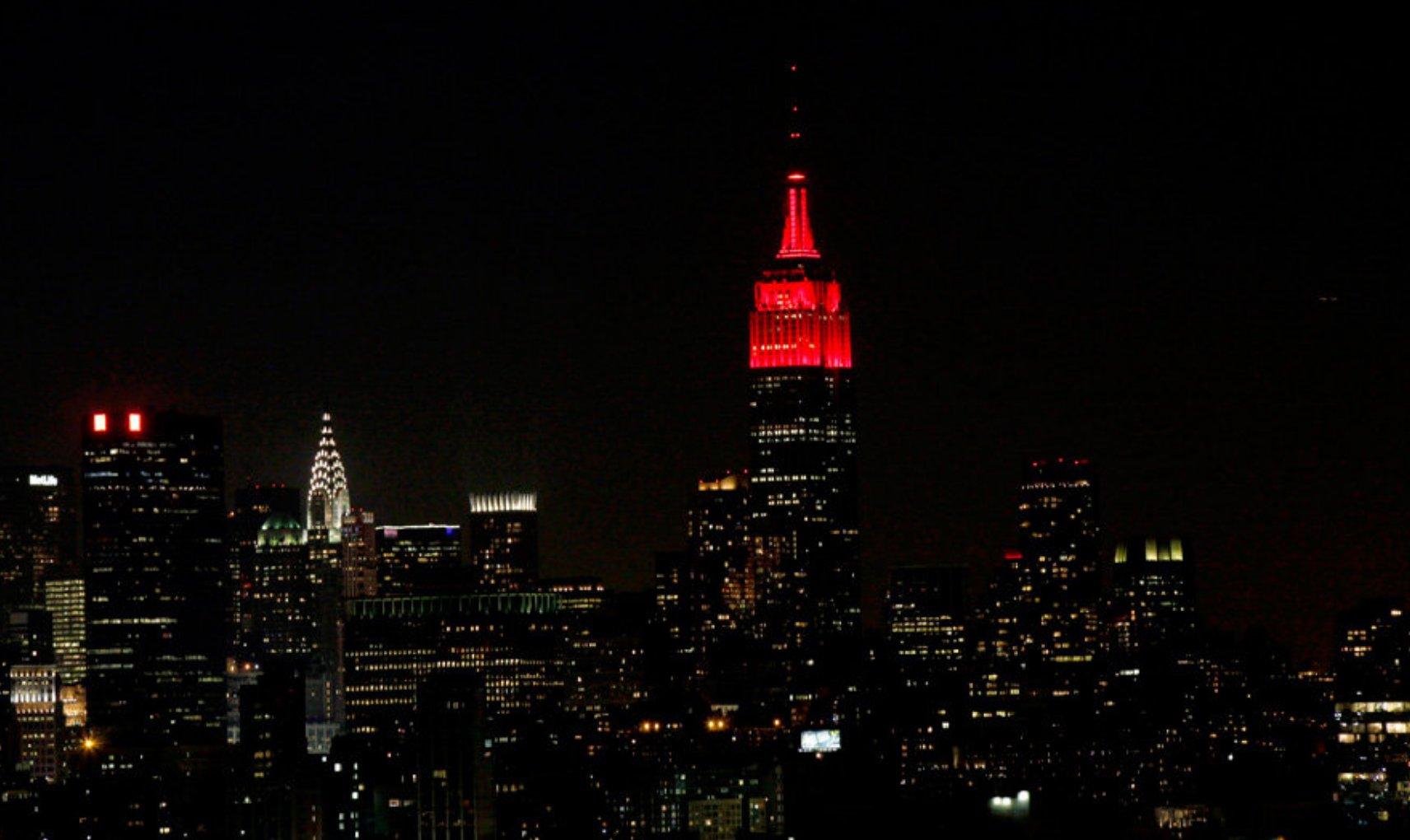 Lots of celebrating @RutgersU last night for #Rutgers250, including fireworks and a scarlet #EmpireStateBuilding. Check out that skyline! https://t.co/vXrRibmVdS