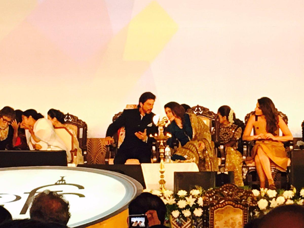 SRK, Kajol, ABsr, Jaya B, Pari, Sanjay Dutt, etc at Kolkata