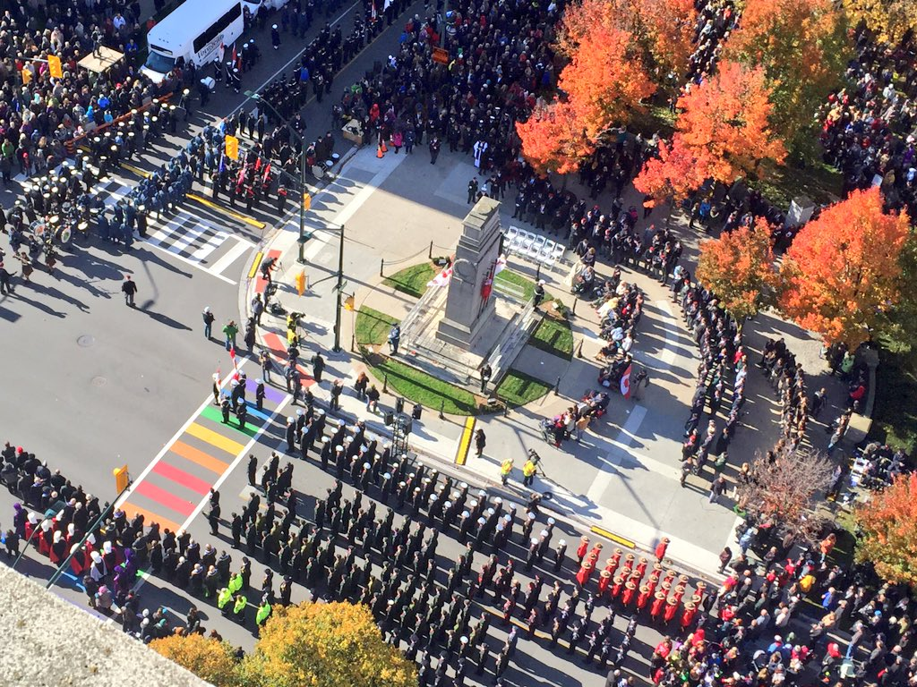 Thank you, #LdnOnt for gathering today to reflect & pay respect to those who fought for our freedom. #LestWeForget https://t.co/dKr5BuiBjU