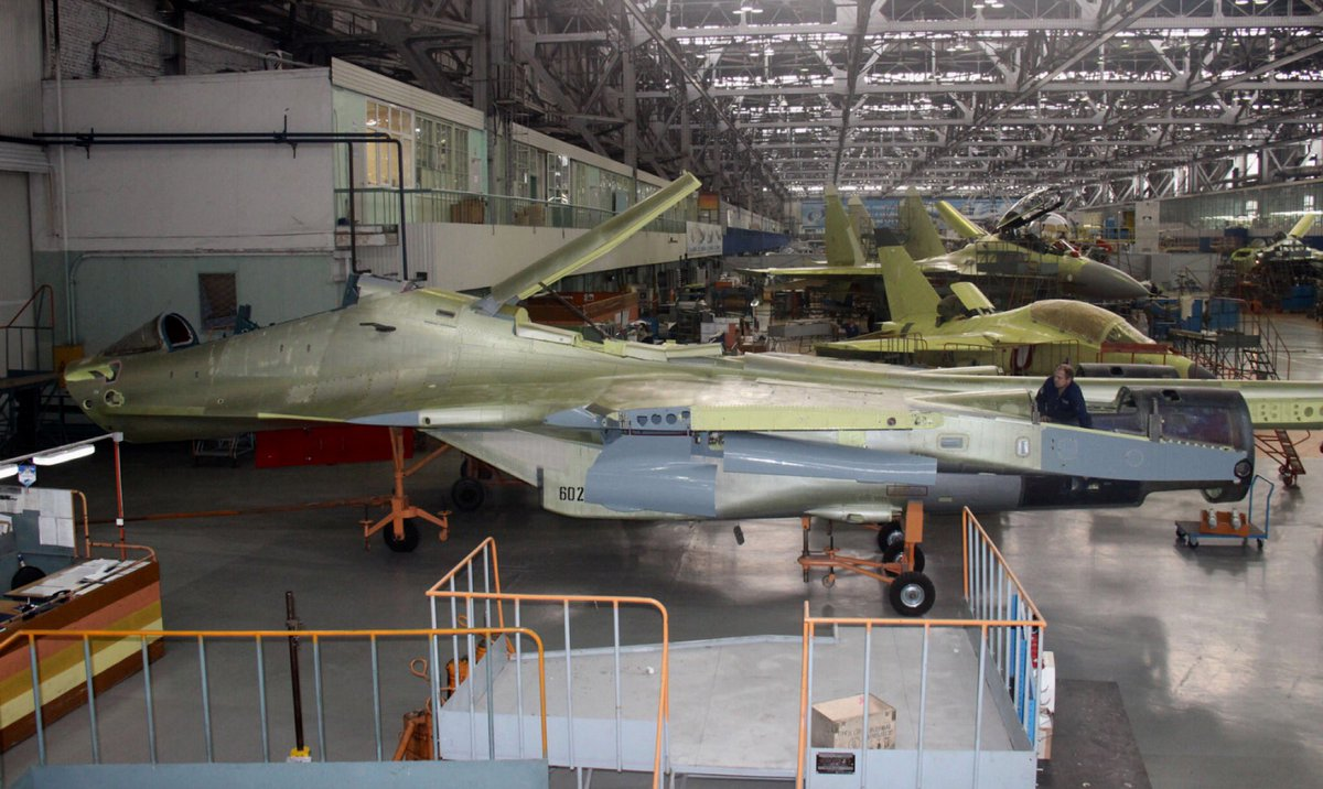 الجزائر توقع عقدا مع روسيا لشراء 14 مقاتله اضافيه نوع  Su-30 MKA  CwaF6J4W8AA4b4_