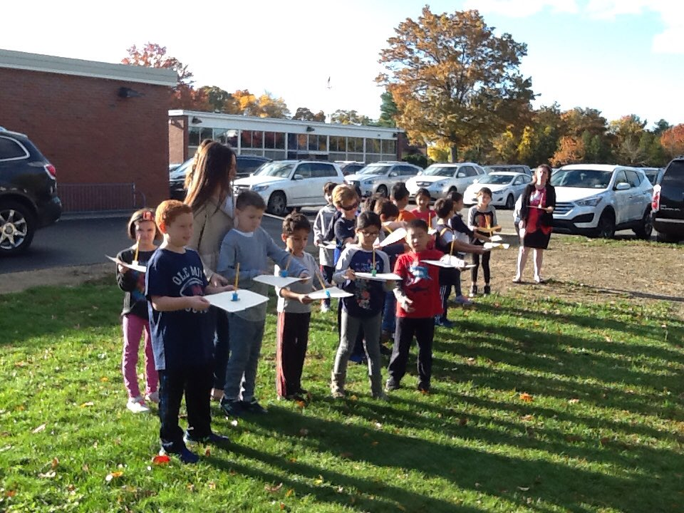 Class #2ZC is testing out their sundials☀️@AcohenAllie @Ivysherman #seamanstrength https://t.co/tCxicOgAy5