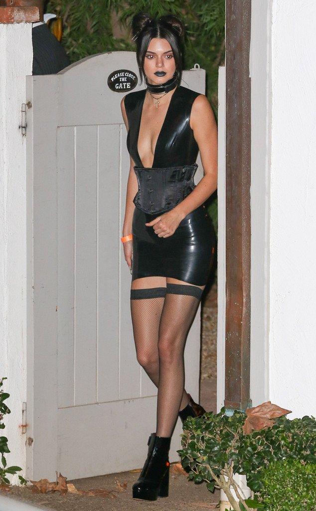 Одевается как проститутка проститутки тюмень салоны