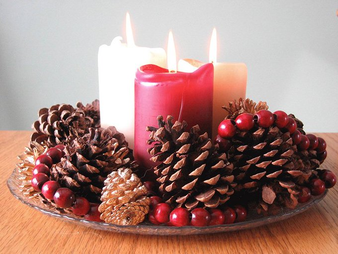 Make your own festive centerpiece with items from your yard and home. DIY -