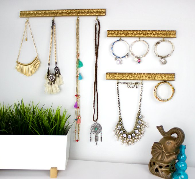 DIY Jewelry Organizer from a Thrift Store Frame DecoArtProjects crafts