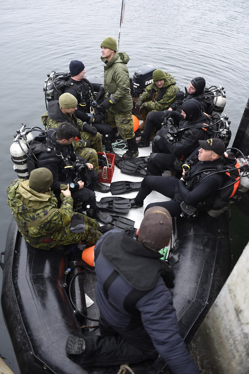 @RCN_MRC &amp; @CanadianArmy divers clear a jetty in #Belledune for the arrival of #HMCSSummerside for #ExNIHILOSAPPER<br>http://pic.twitter.com/oFGJFYDG22