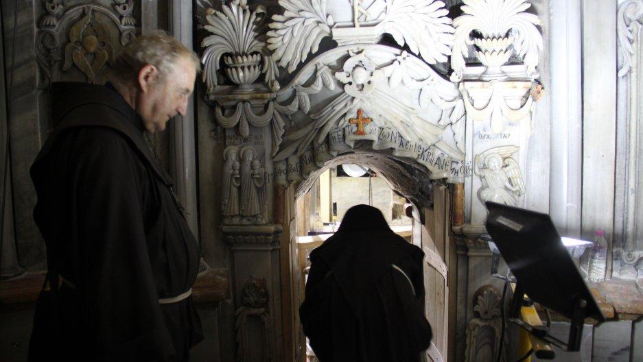 El Santo Sepulcro/Visita virtual /Apertura de la Tumba de Cristo CweCPB5WQAAA9Ye