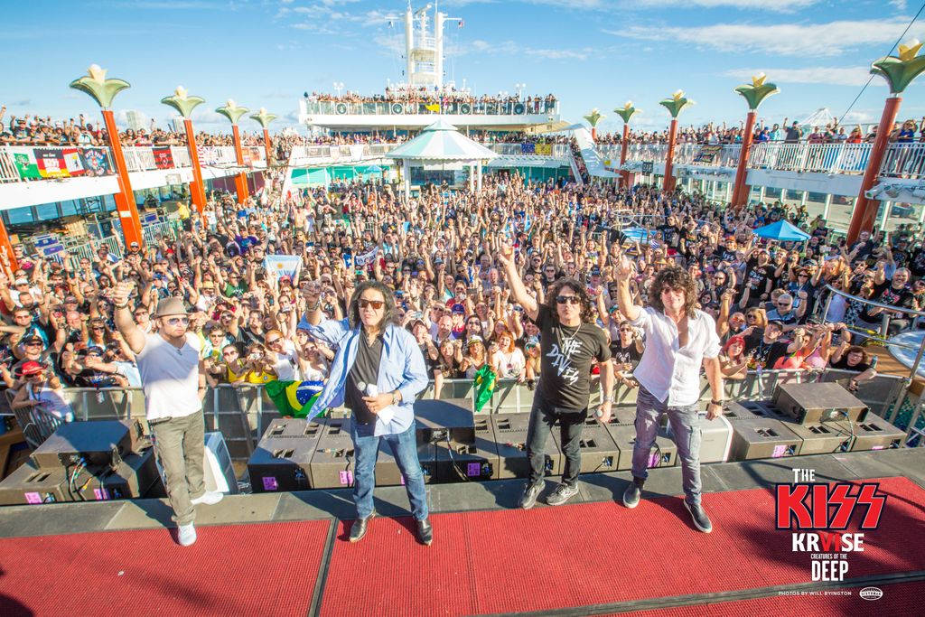 We're back on board Norwegian Pearl, having a blast with the amazing guests on @TheKISSKruise VI! https://t.co/0KbzJGVqUr