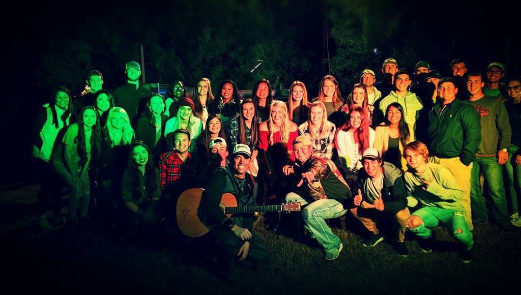 Backyard concert in Ennis. Thanks for having us. #onthehorizon #cowboyway https://t.co/zORnpMiqTK https://t.co/41TnTxI0vq
